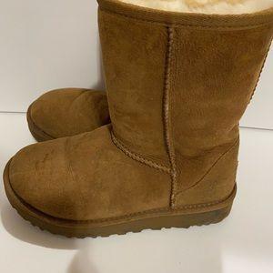 Ugg ankle short Boots women's 5 chestnut